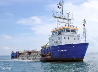Somali pirates Belgian ship 1
