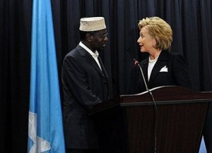 US Secretary of State Hillary Clinton (R) and Somali President, Sheikh Sharif