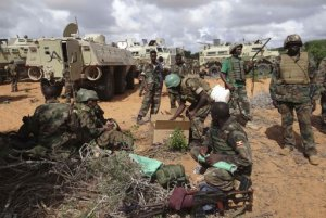 African Union Mission in Somalia (AMISOM) peacekeepers and Somalia soldiers take a break after clashes between the insurgents and government forces
