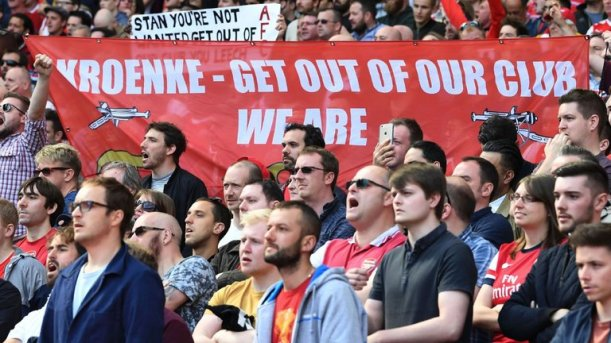 skysports-arsenal-fans-banner-stan-kroenke-everton-premier-league-supporters_3960022